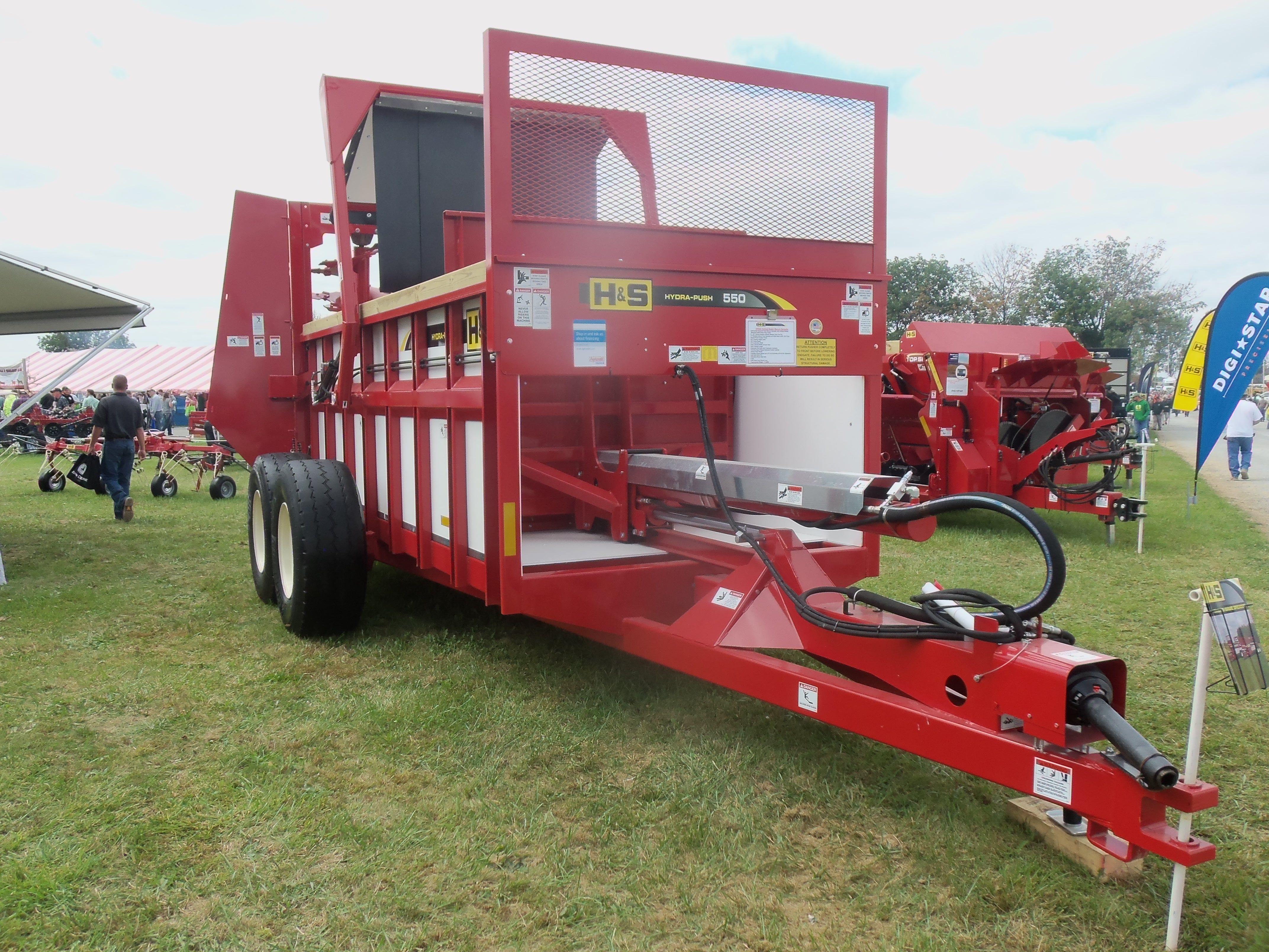 Huge h s 350 manure spreader