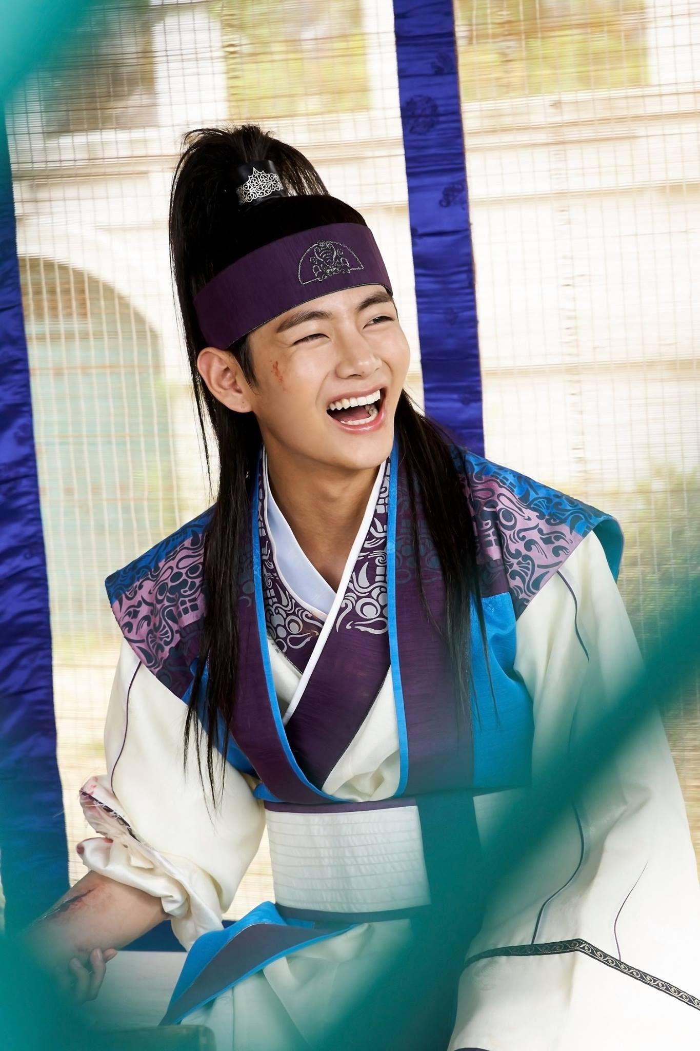 Hasil gambar untuk kim taehyung hwarang