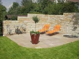 steinmauer als sichtschutz im garten google suche sichtwand aus stein pinterest. Black Bedroom Furniture Sets. Home Design Ideas