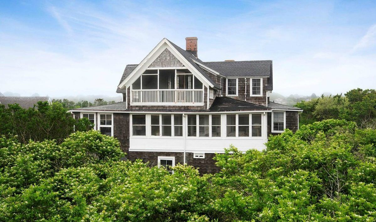 Ordinary Hampton Beach Houses For Sale Part - 11: Classic Hamptons Beach House Sits Among Seafront Monsters - House Of The  Day - Curbed National