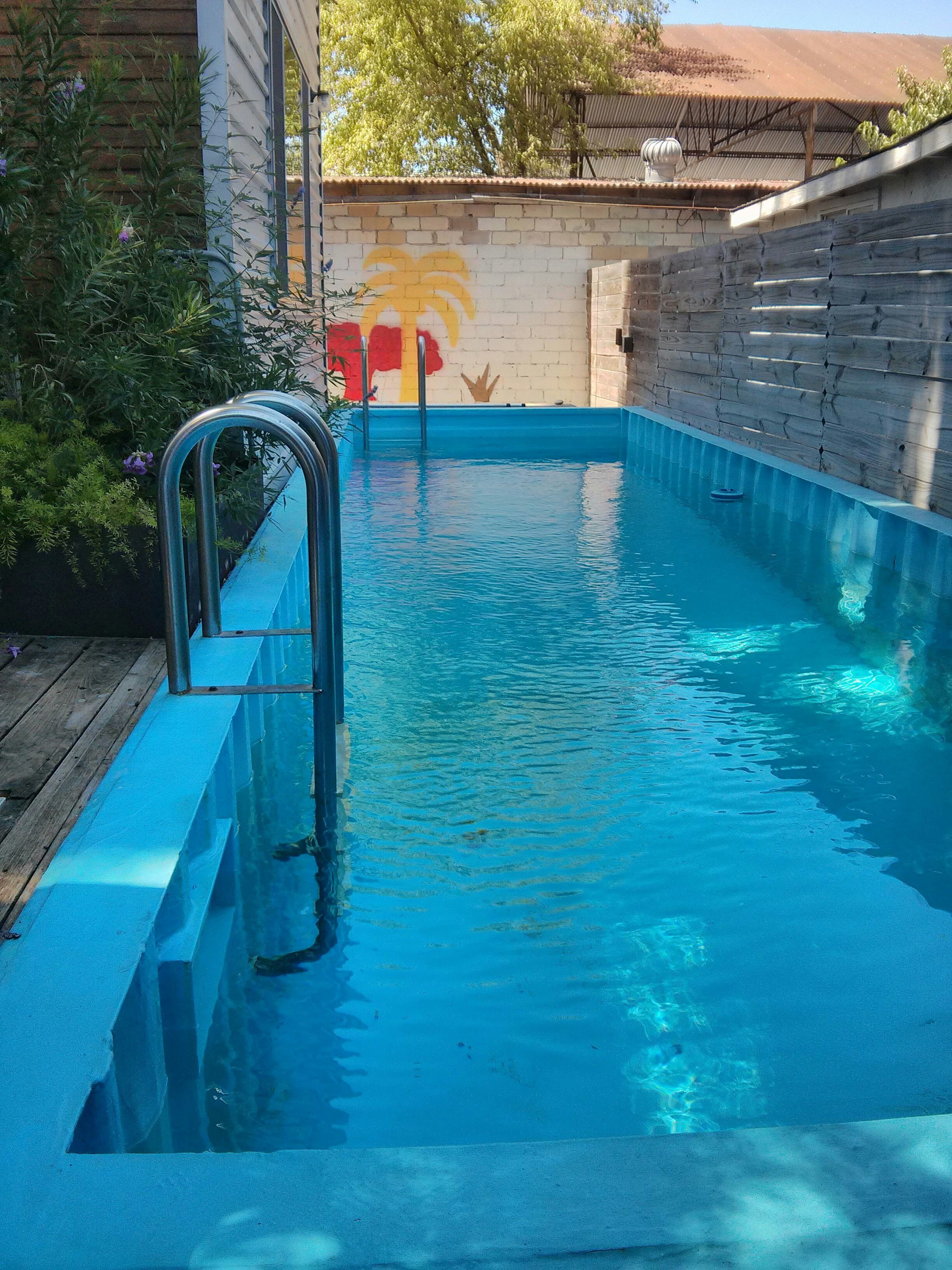 Shipping container pool 7 years out piscinas casas for Piscina container