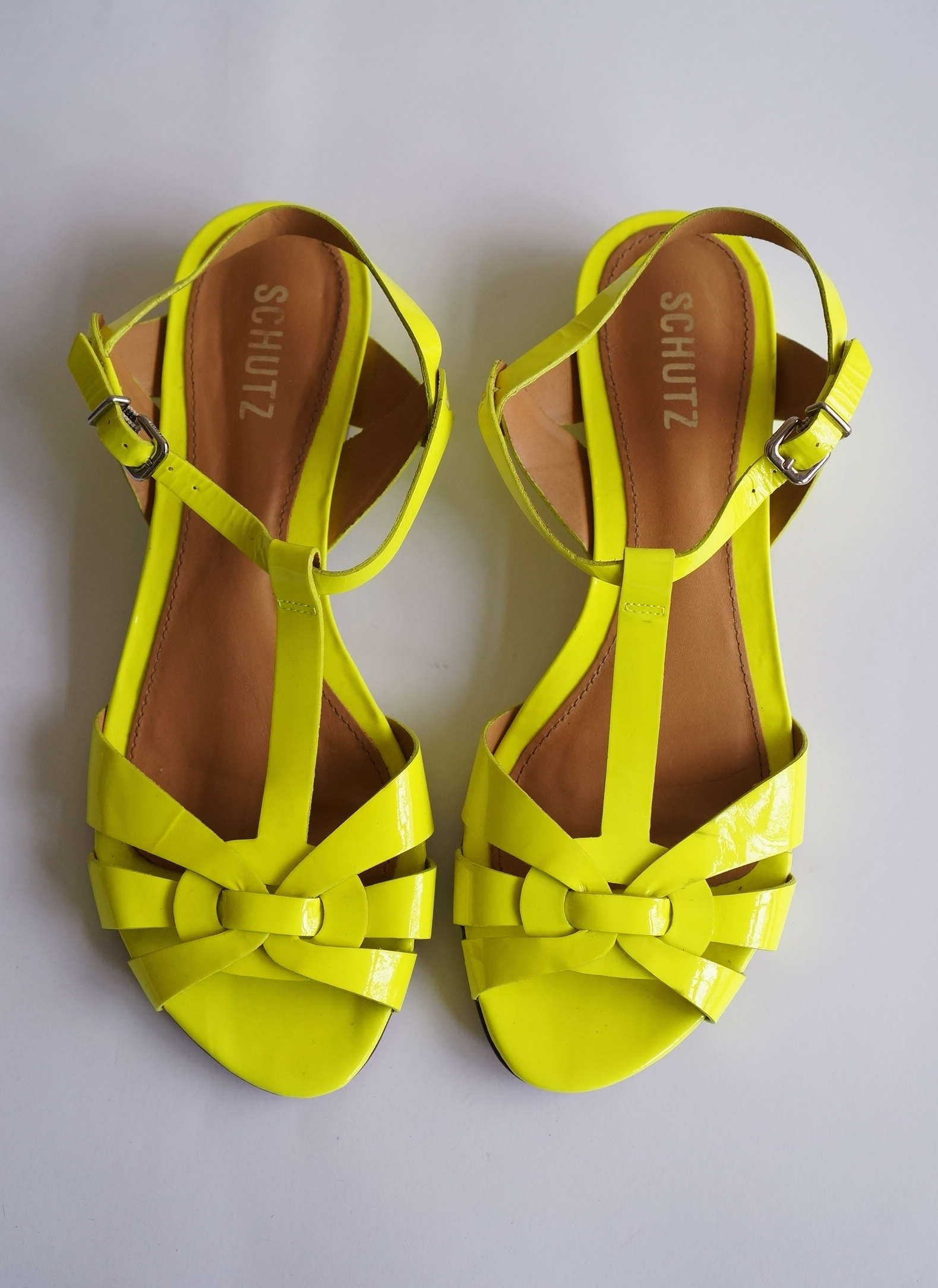 0d837819d sandália rasteira neon | I'd wear this | Sapatos, Looks, Sapatos ...