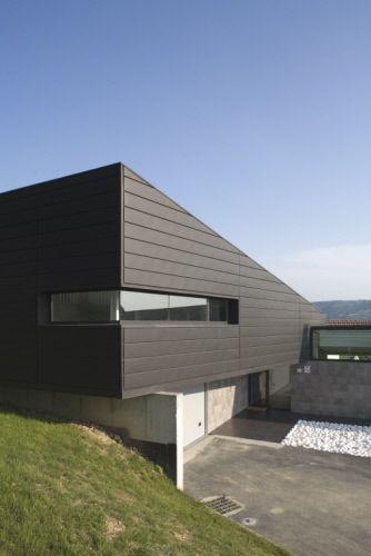 Private house, Casa U2 in Munguia (Spain) by Erredeeme Rubén De Miguel, in collaboration with J. Ramiro Higuera and David Cantalejo  #VMZINC #Architecture #Facade #Zinc #AnthraZinc #PrivateHouse #Project #VMZINC