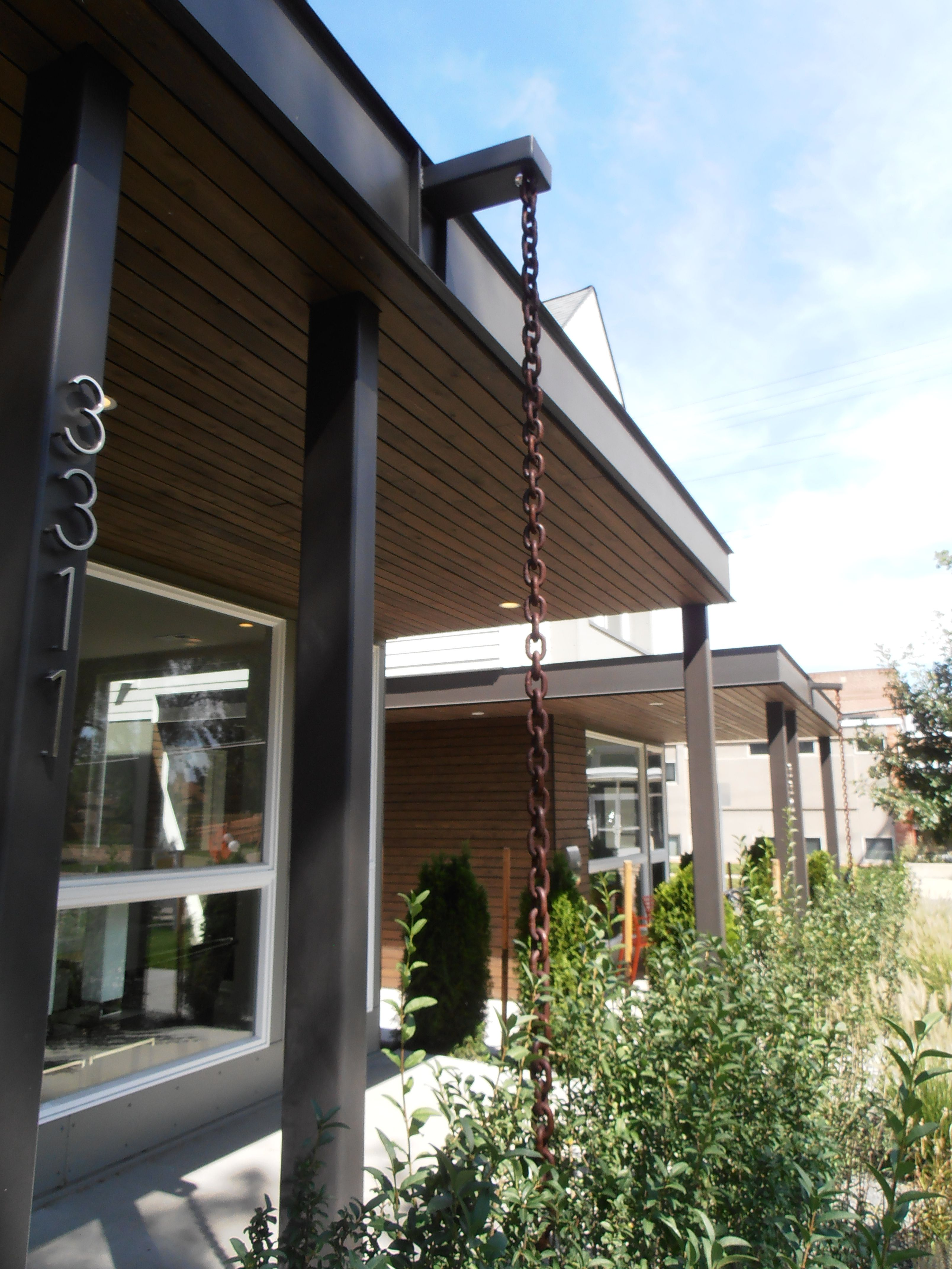 Rain chain instead of gutter and downspout Modern Architecture