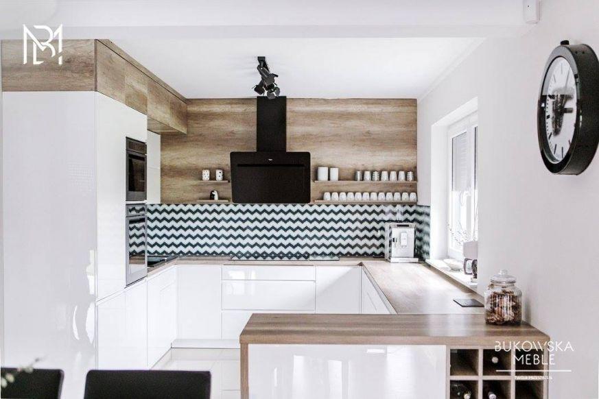 Foorni Pl Projekt Meble Bukowska Homedesign Kitchen White Wood Wall Wallclock Black Rangehood Biala Kuch White Kitchen Kitchen Cabinets Home Decor