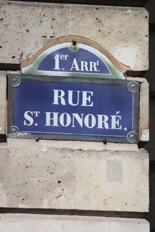 Rue St Honoré . . . une rue nommée d'après le saint patron des boulangers.