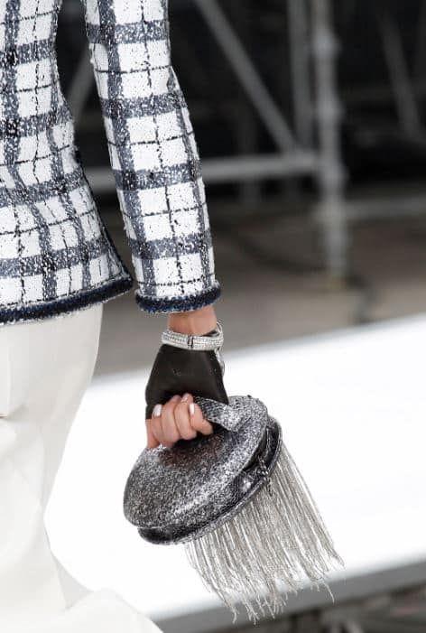 Sei pronta a scoprire quali saranno i modelli cult di borse Chanel per l'autunno inverno 2018? L'ultima sfilata della maison francese ci ha offerto deliziose visione, ad altissimo tasso di glam. Ecco le più belle borse della maison per la stagione fredda. Si sono concluse le sfilate autunno inverno 2017 2018 da qualche tempo e …