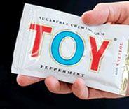 """TOY (swedish chewing gum) lanserades 1934 och man kunde tidigt se reklambudskap på bioduken med slogans som """"Ta't lugnt, ta en TOY"""" och """"Frisk i mun med TOY"""".  Det var inte heller vem som helst som fick personifiera TOY, utan den populära skådespelerskan och sångerskan Alice Babs."""
