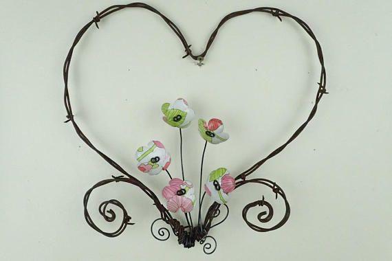 Stacheldraht-Herz mit weiß rosa und grün für immer blühenden   Draht ...