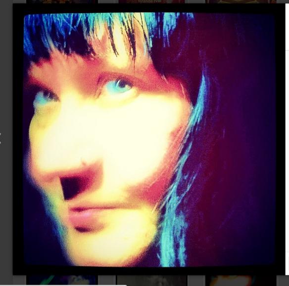 Portfolio Multimedeia 2: Omakuvia, neon, 2015