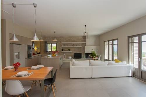 Villa Bilio Dhrapanias Offering free WiFi and a barbecue, Villa Bilio is set in K?ssamos, 7 km from Kissamos / Kasteli Port. Kissamos Stadium is 4.3 km from the property. Free private parking is available on site.