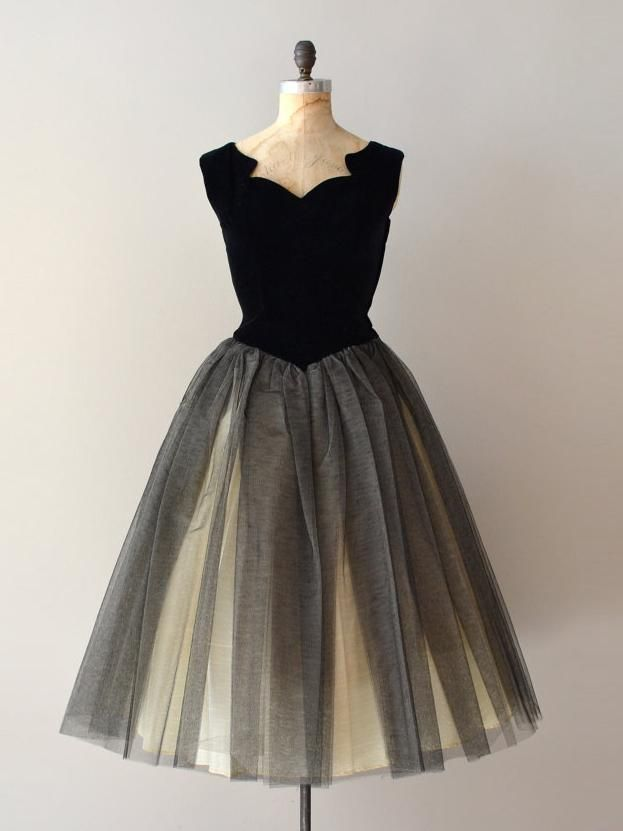 f6e90fc21cb69 A-line Vintage Homecoming Dress Simple Straps Tulle Black Short Prom Dress  AM007