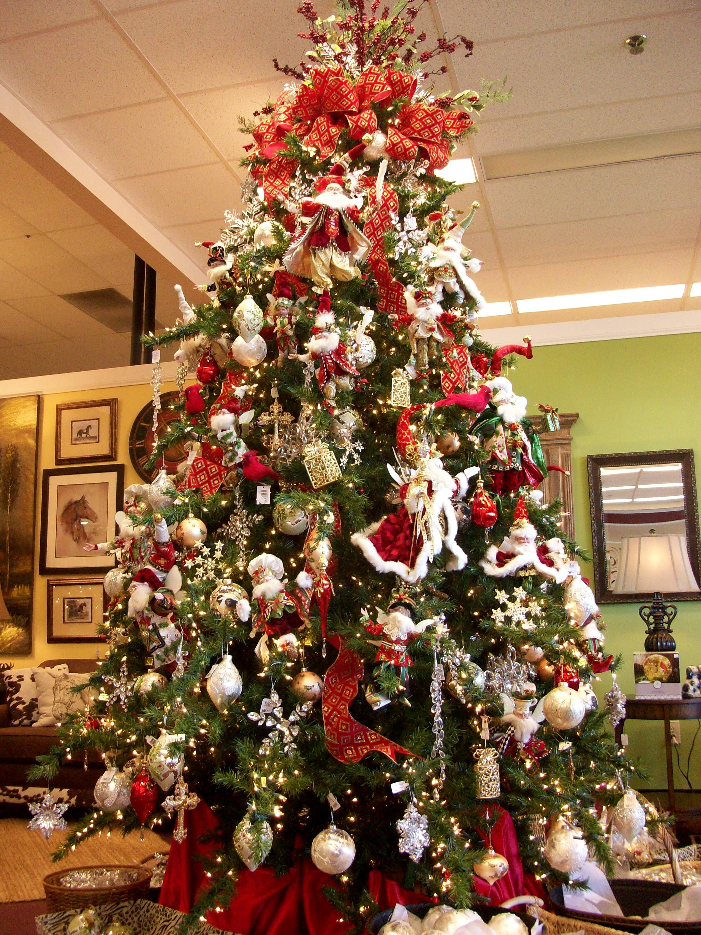 A Fabulous Tree Full Of Mark Roberts And Raz Products Christmas Tree Decorations Amazing Christmas Trees Christmas Tree Garland