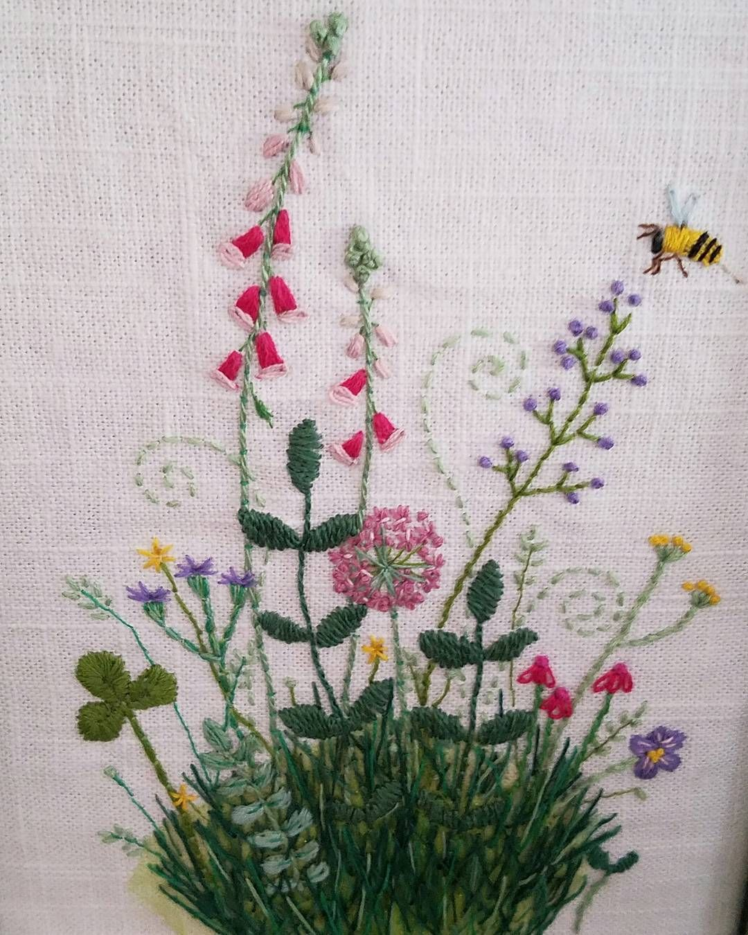 From one of my favorite embroidery books The Embroidered Garden by Kazuko Aoki 💕 I can't keep plants alive to save my life, so I embroider them instead 💕⚘🌸🌹🌱  #handembroidery #kazukoaoki #embroideredflowers #theembroideredgarden #wildflowerembroidery #stitchlove #handmade
