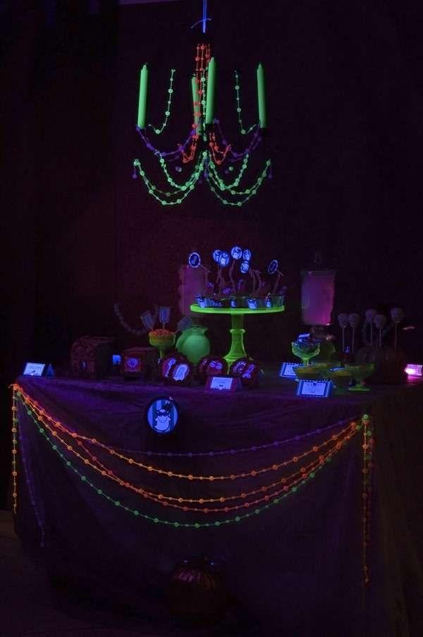 glow in the dark black light halloween party ideas