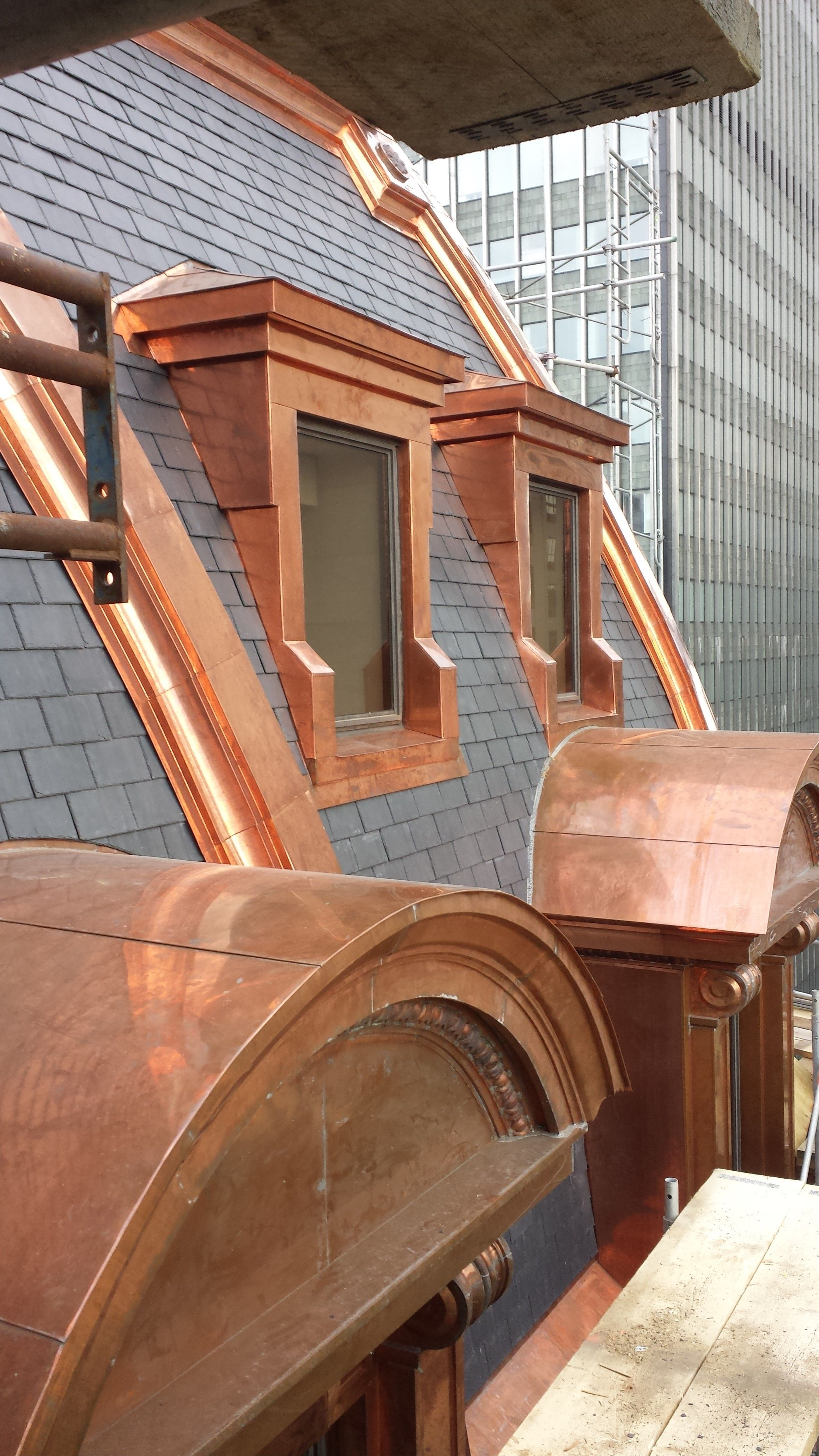 North Country Unfading Black Slate Roof On Le Windsor Hotel In Montreal Opened In 1875 Metal Roof Houses Roof Design Window Architecture