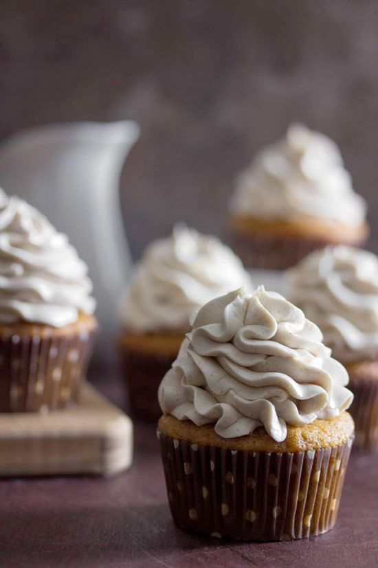 SWEET POTATO Cupcakes with Maple Marshmallow Frosting. Unmistakably DELICIOUS!! #cupcakesrecipes http://thecupcakedailyblog.com/sweet-potato-cupcakes/