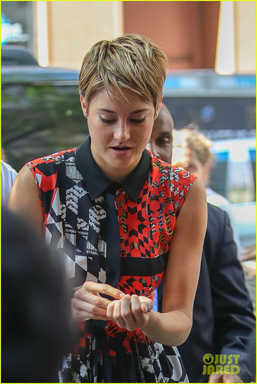 Shailene woodley calls the fault in our stars completely uplifting photo shailene woodley shows off her risk taking style and goes barefoot after her