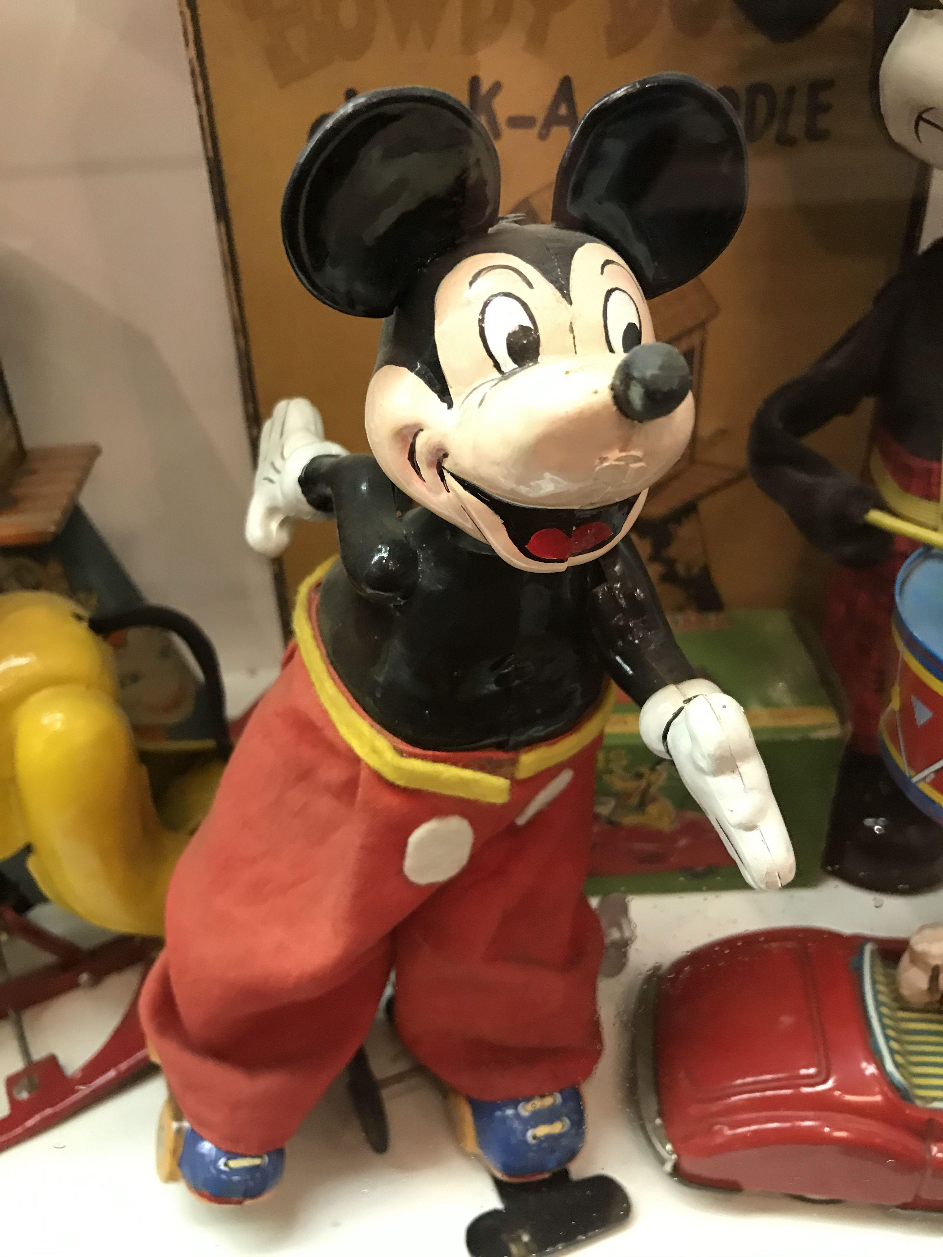 Kushida Mickey Mouse on Roller Skate Tin Toy.   Disney\'s Mickey ...