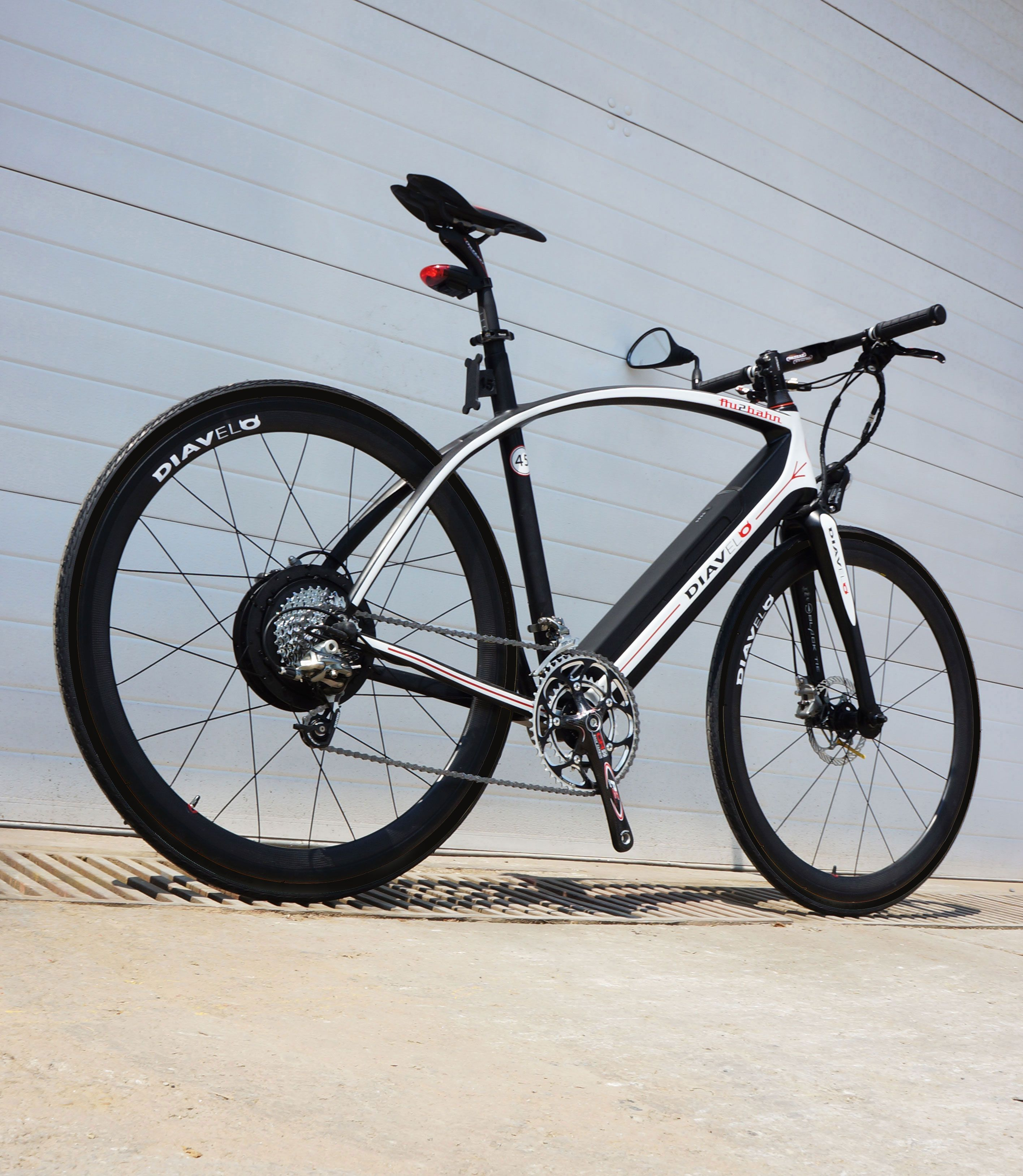 leichtestes s pedelec e bike au2bahn carbon wiegt 14 5 kg s pedelec pedelec und radfahren. Black Bedroom Furniture Sets. Home Design Ideas