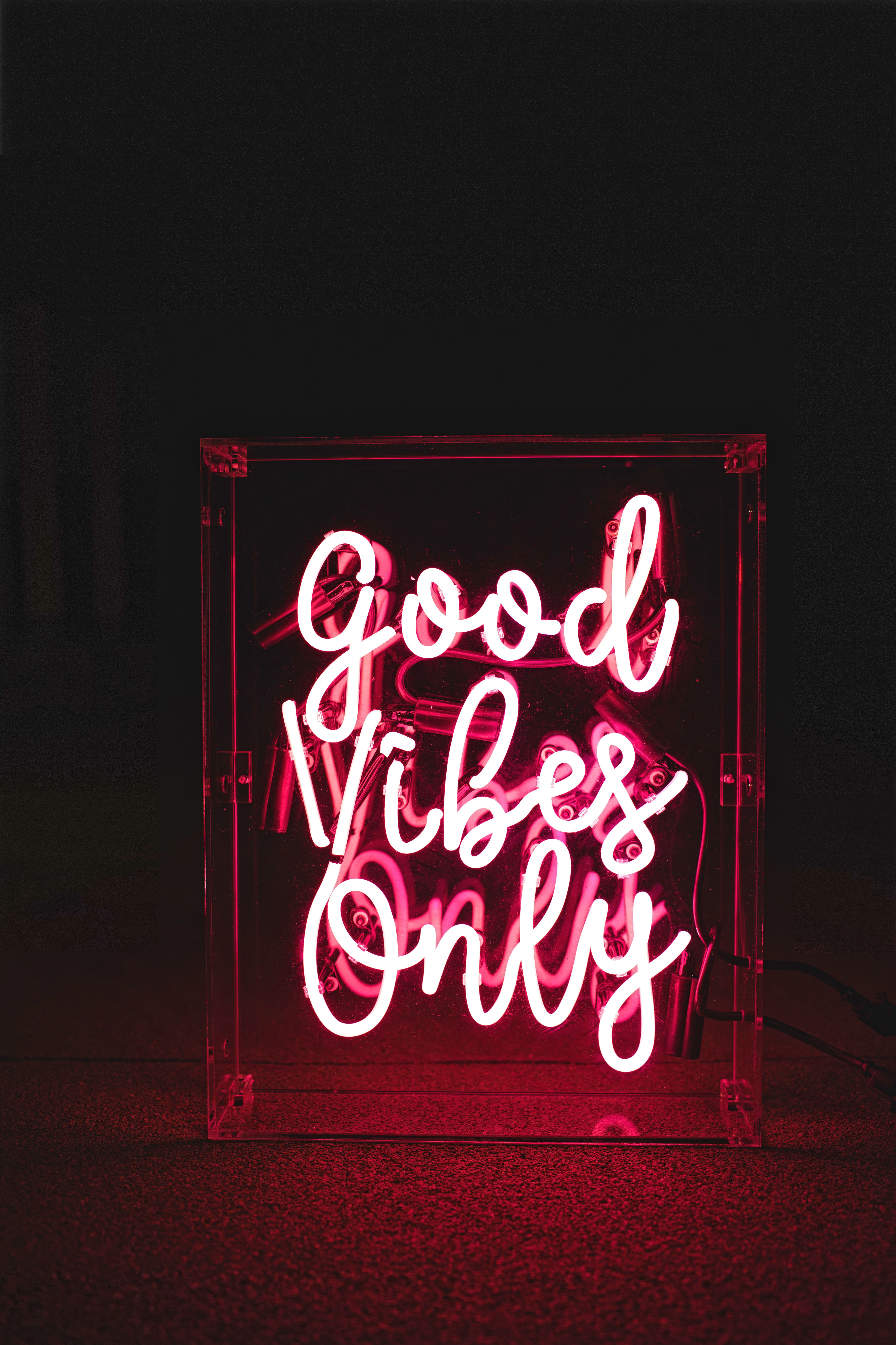 Good Vibes Only Neon Sign via www.helloconfettidreams.com