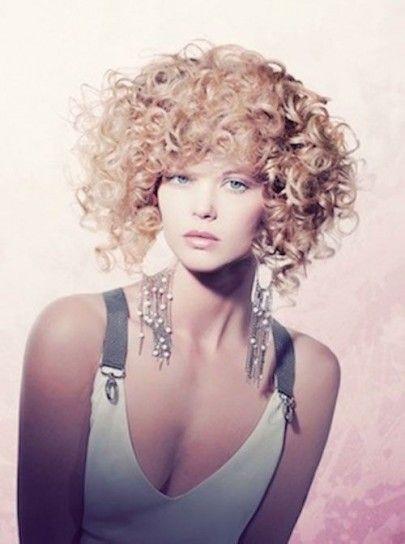 Acconciature capelli corti voluminosi