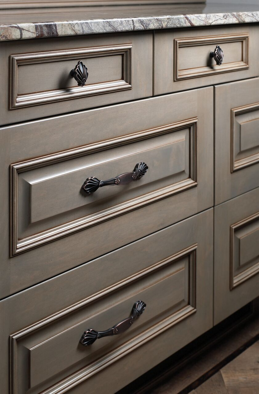 Montclair knobs and pulls from jeffrey alexander by hardware resources 935 96dbac 935dbac shown in use