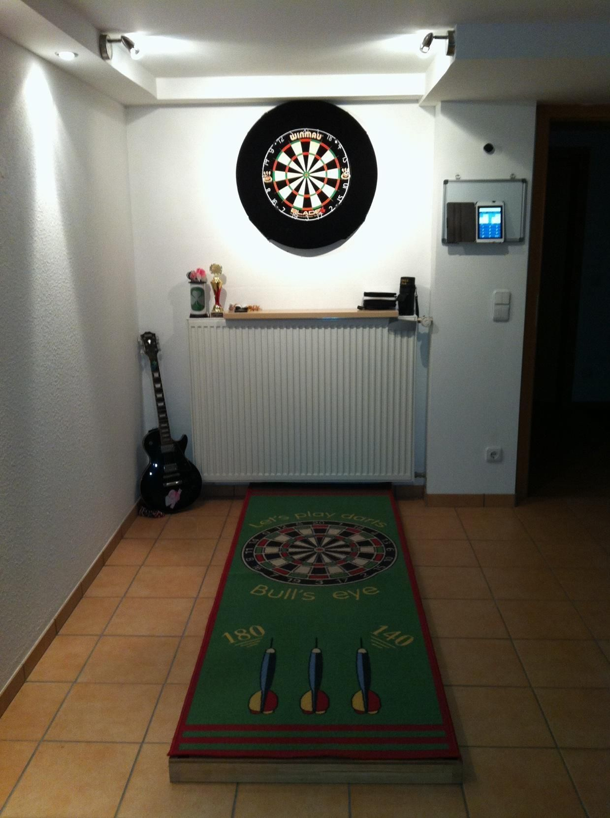 Dartboard Im Keller Hausbar Spielzimmerdekoration Dartscheibe