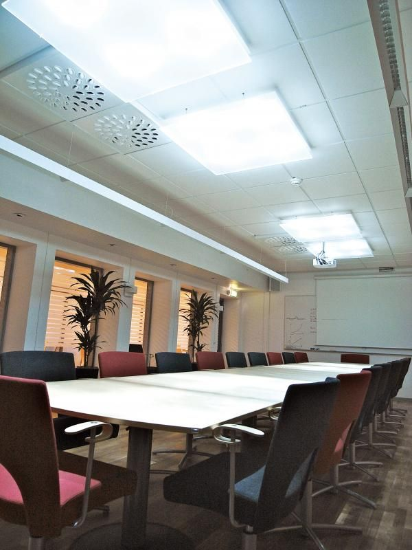 wasco parans solar lighting system in a conference room parans