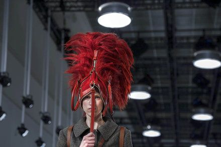 Paris Fashion Week 2017: Bad Weather Bags as Hats and 90s Models