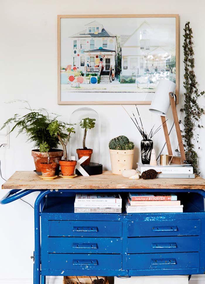 Kolme kotia - Three Homes   Päivän kodeista löytyy kauniita laattapintoja, värikkäitä ja mielenkiintoisia yksityiskohtia sekä huonekaluja. ...