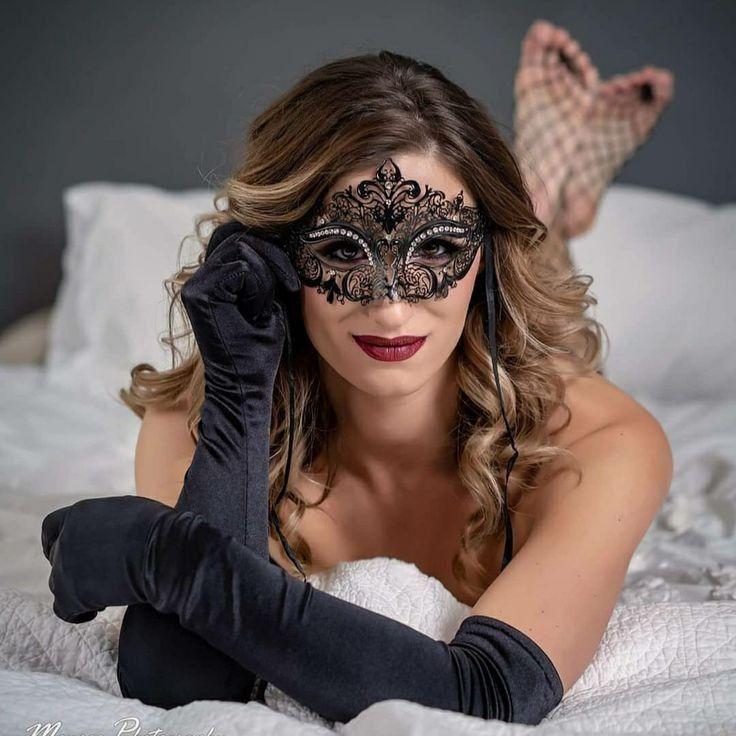 Clown Girl Smoking Cigar Wallpaper Pin By Rockford On Satin Gloves Female Mask Beautiful