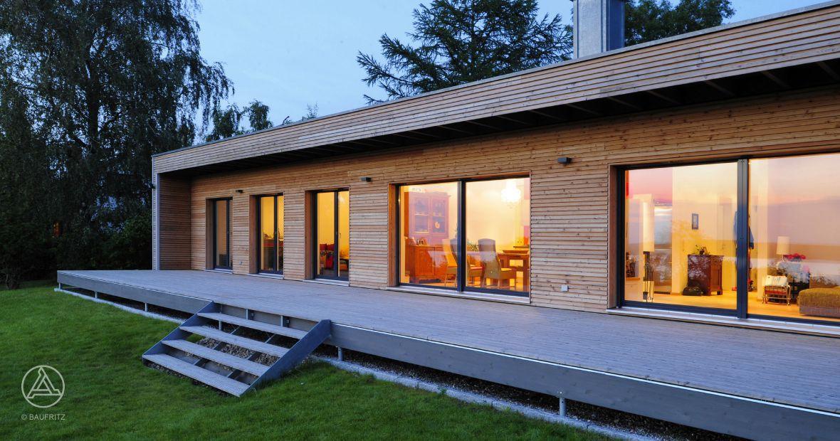 dieser moderne bungalow von baufritz verbindet design und. Black Bedroom Furniture Sets. Home Design Ideas