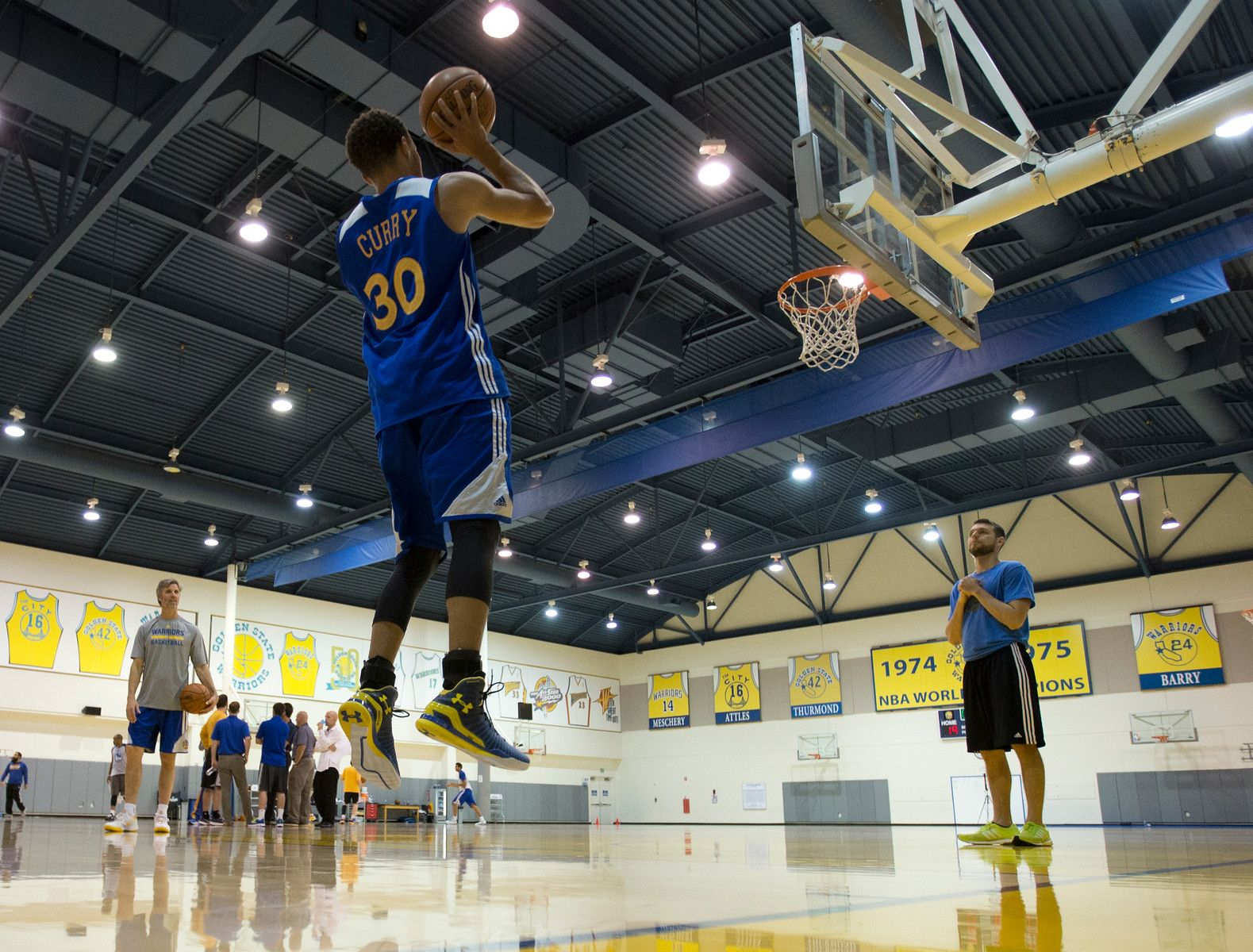 . Golden State Warriors\' Stephen Curry (30) practices a mid-range jumper as the team prepares for its NBA Finals matchup with the Cleveland Cavaliers, Monday, June 1, 2015, at team headquarters in Oakland, Calif. (D. Ross Cameron/Bay Area News Group)