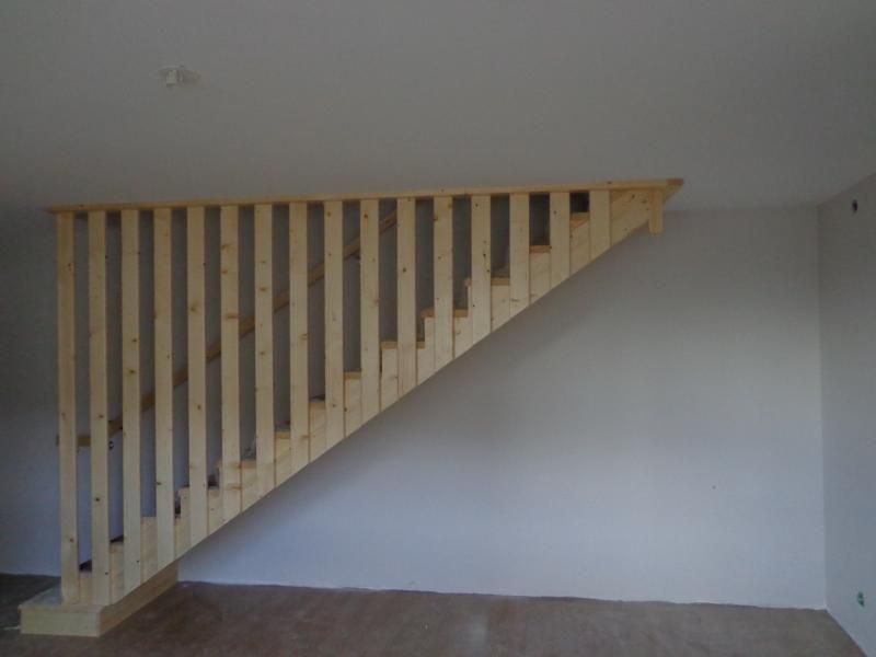 Escalier droit avec rampe toute la hauteur id e pour l 39 escalier pinte - Hauteur de main courante pour escalier ...