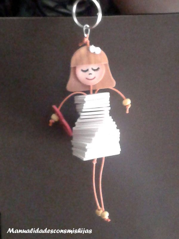 Miércoles mudo: Muñeca con trozos de goma eva o foami - Un regalo