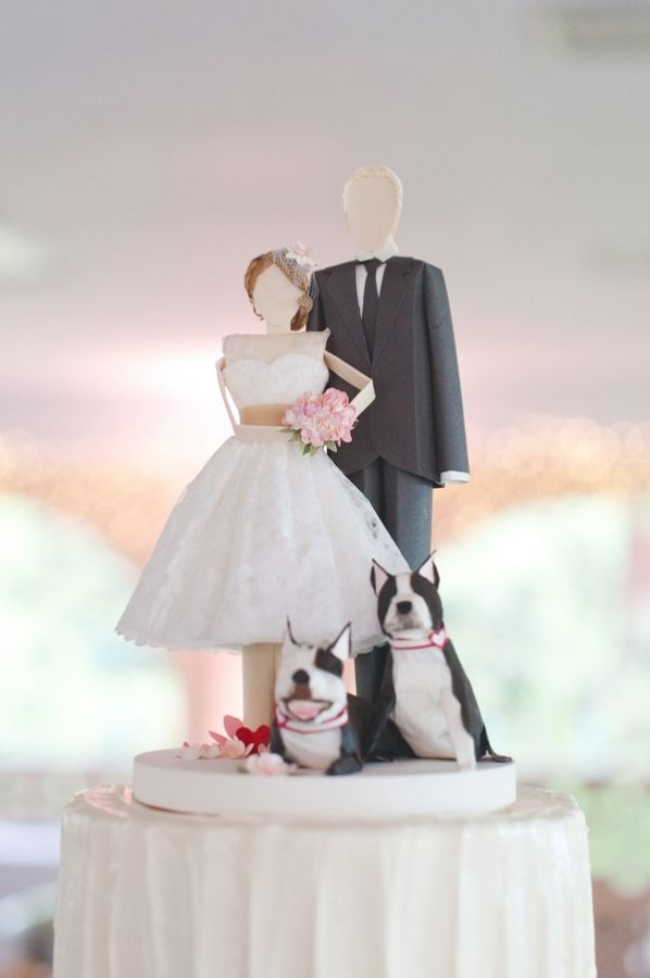 bride and groom cake toppers with pets! photo by Dixie Pixel Photo http://ruffledblog.com/romantic-vintage-tennessee-wedding #caketopper #weddingideas #cakes