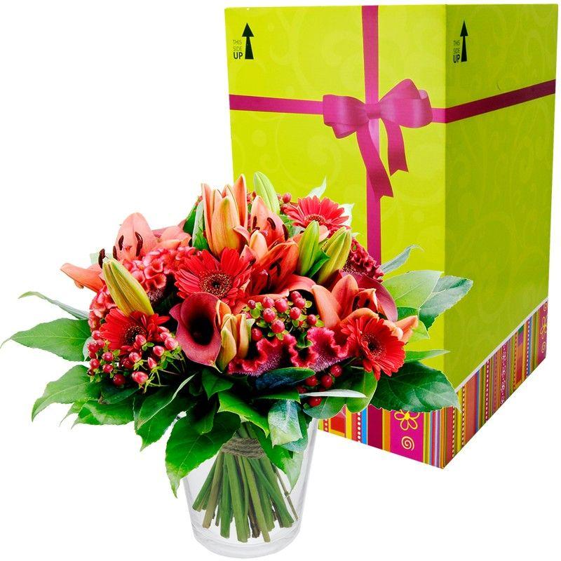 Boeket Rood  Gemengd boeket in diverse tinten rood.  EUR 21.50  Meer informatie  http://bit.ly/2bQSw23 #bloemen
