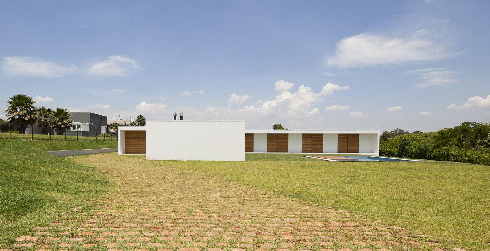 Galería de Casa en Salto / AMZ Arquitetos - 1