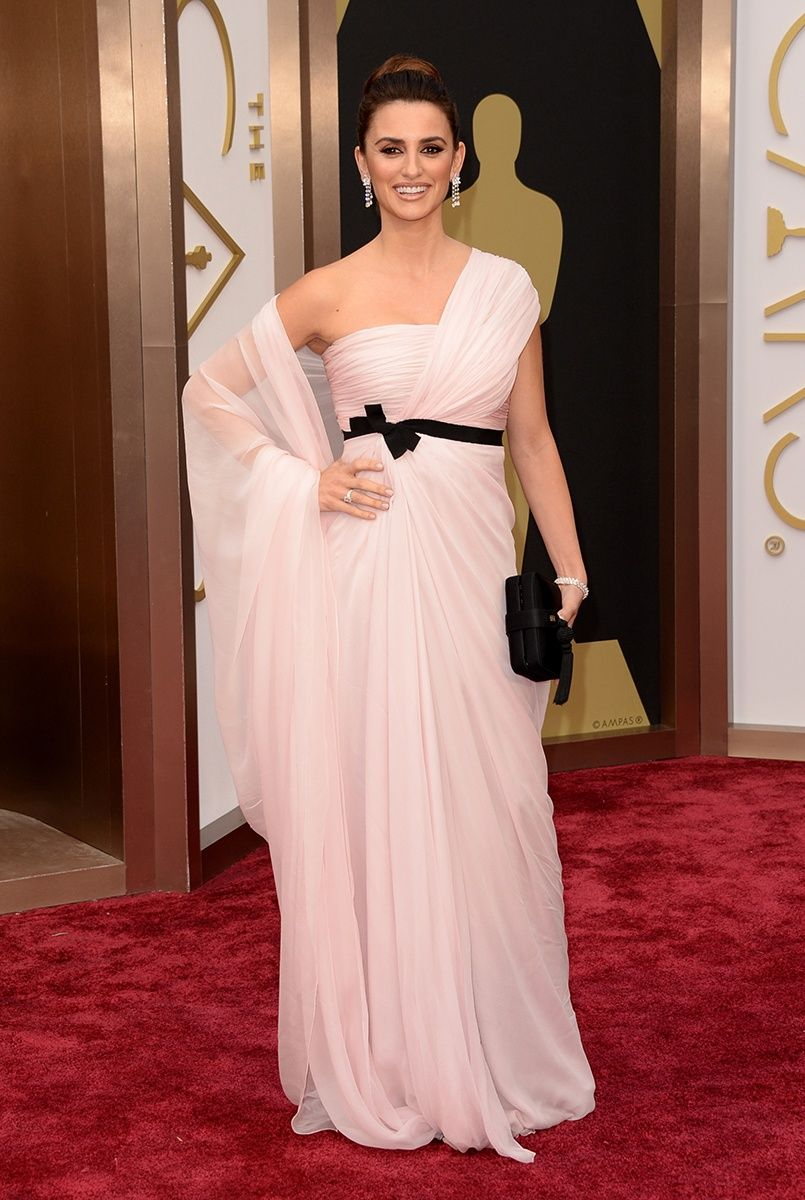 Penélope Cruz in Giambattista Valli Couture and Chopard jewelry ...