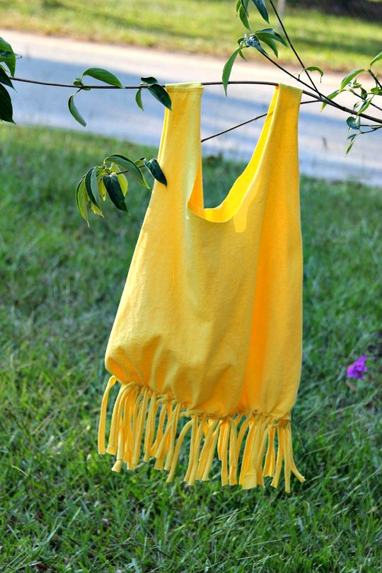 DIY: T-shirt Beach Tote. Super cute! @Ariel Pooley