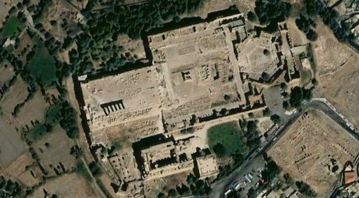 Archeologists have found that the Baalbek location has been inhabited for at least 9,000 years. Centuries before the Romans built their temples at the site, the Phoenicians (or Canaanites in the Bible) occupied the area. The Phoenicians seem to have treated Baalbek as a sacred place.