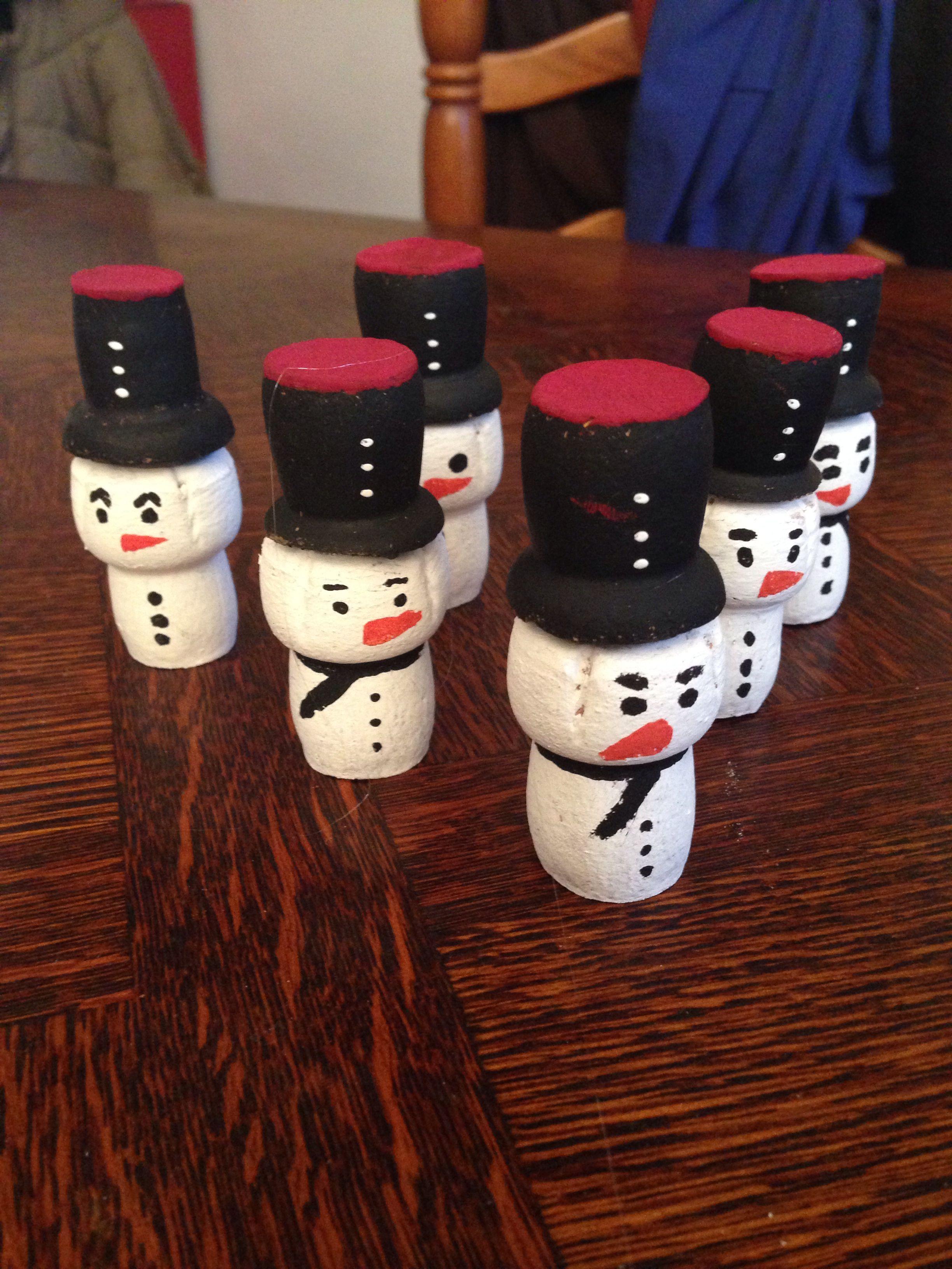 bonhomme de neige avec des bouchons de champagne. Black Bedroom Furniture Sets. Home Design Ideas