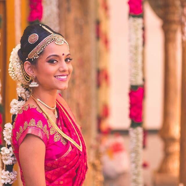 Hairstyles With Flowers Kerala: Meet Prakruthi Ananth, Makeup Artist
