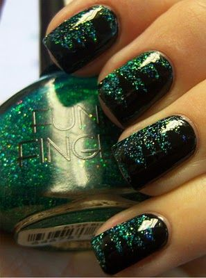 "super cool shredded mani using Funky Fingers ""Blitzen"" 2010 holiday collection - ugh, where can I still find this???"