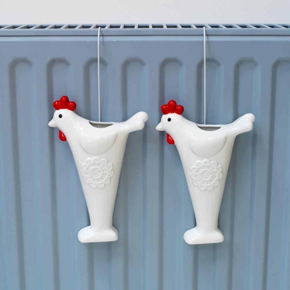 remplis d 39 eau et accroch s au radiateur ces saturateurs assainissent l 39 air ambiant maison de. Black Bedroom Furniture Sets. Home Design Ideas