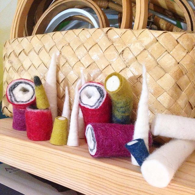 My little shelf of misfit wool cord cutoffs has been growing. And guess who loves arranging and rearranging them and imagining them as a little wool forest? Rhymes with tea. #makebelieve