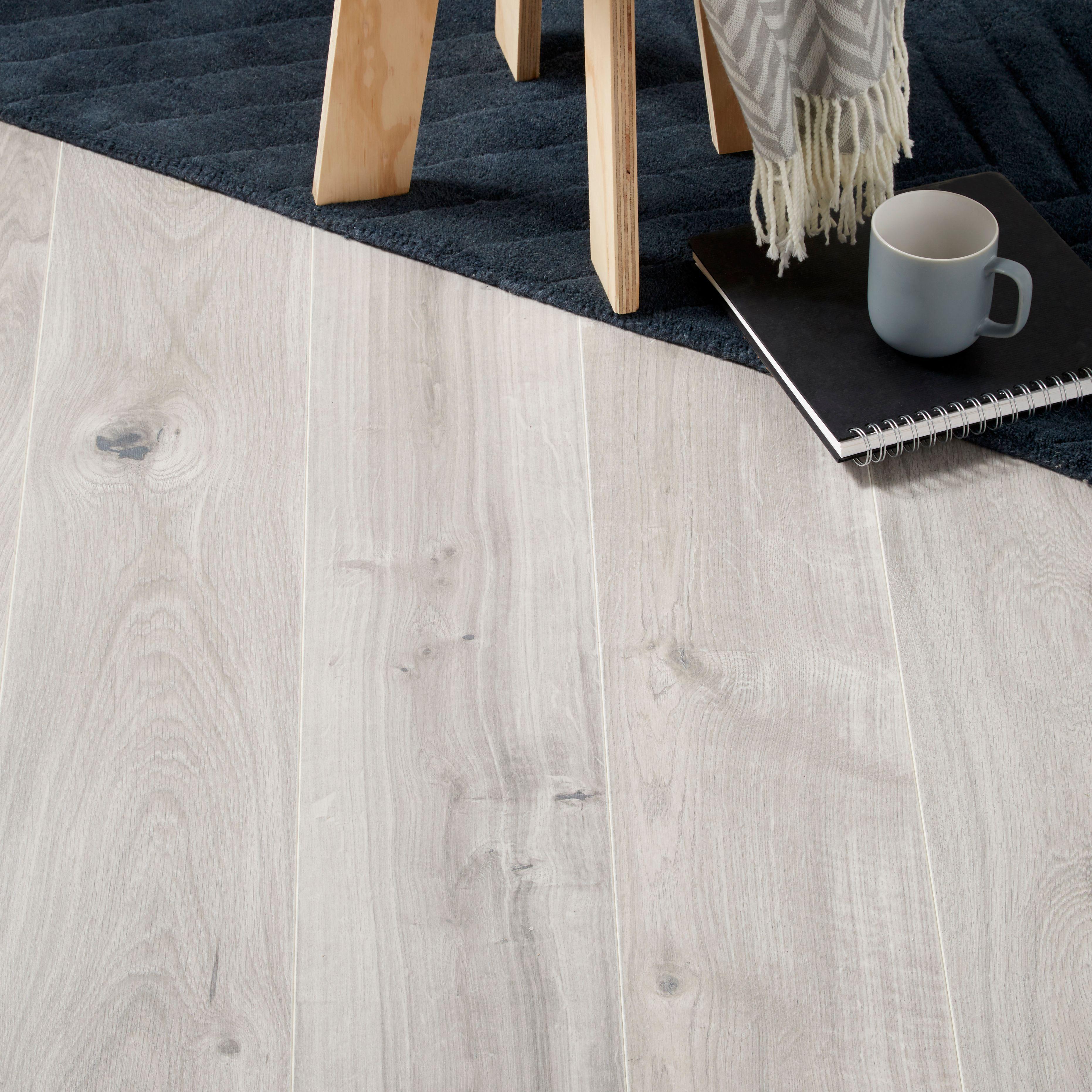 Gladstone Grey Oak Effect Laminate Flooring 1.996 m² Pack ...