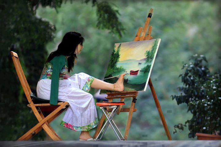 """""""Obstáculo é aquilo que você enxerga quando tira os olhos do seu objetivo""""  E essa artista, com certeza, dribla todos os obstáculos ;)"""