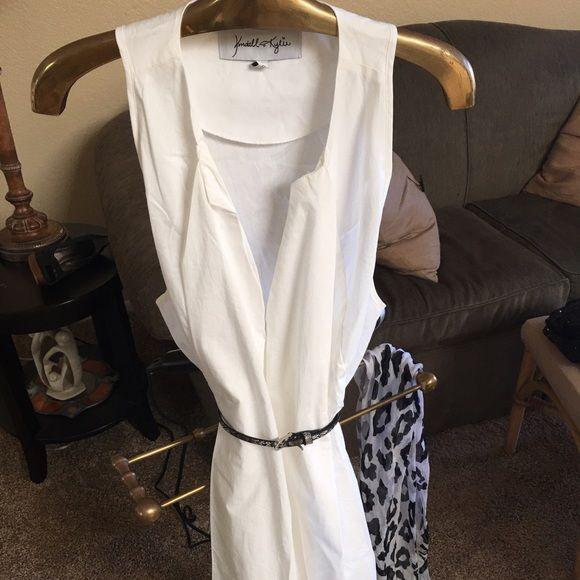 Kendall & Kylie Shirt Dress White cotton shirt dress loose fitting looks amazing on. Kendall & Kylie Dresses Mini